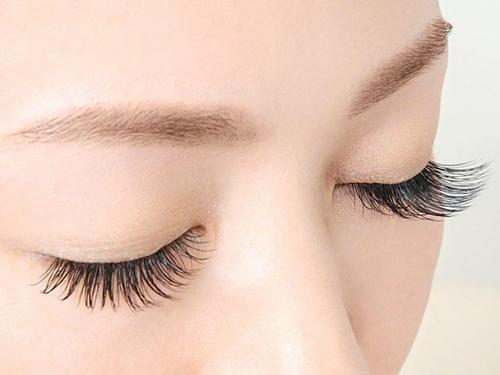 Cấy mi ở mắt có hại cho sức khỏe không? 1